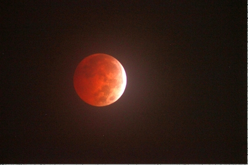 LUNAR ECLIPSE TAKEN BY B DAVIS POSTED AT SPACEWEATHER.COM